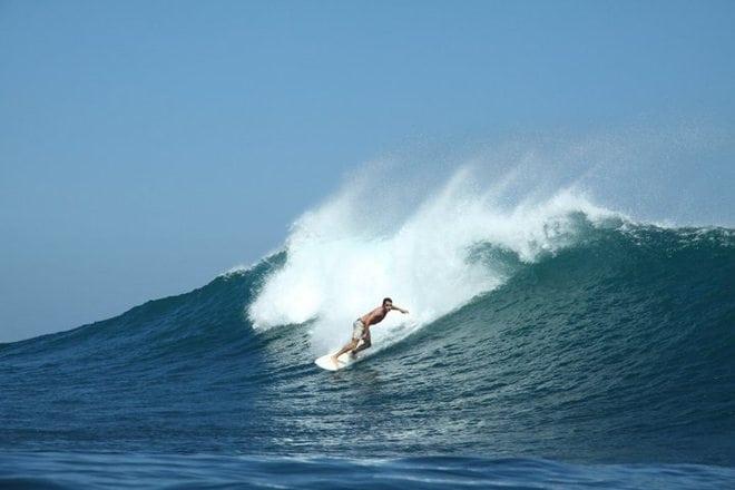 uluwatu-bali-indonesia-surfing-2